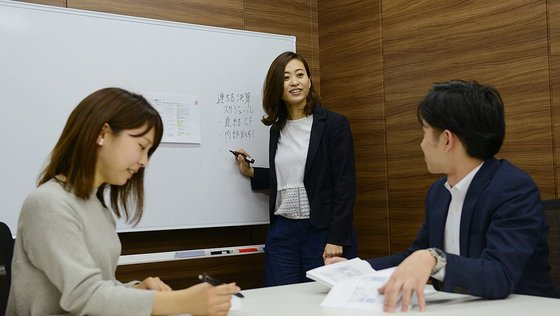 ★未経験歓迎★世界初のビジネス!日本を代表する上場企業をサポートする決算アウトソーシング『フィエルテ』の 「決算スタッフ」募集!《東証一部上場グループ企業/平均残業月20h程度》