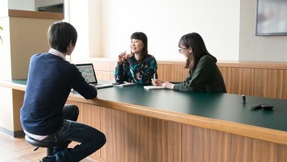 【札幌勤務転勤なし】有名アパレルのECサイトをデザインするWEBデザイナー職募集<20時半以降の残業禁止/平均残業時間20時間/服装自由>