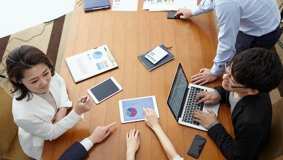 コンサルタント(顧客の経営課題の分析、戦略立案、及び選抜した顧問とともにプロジェクトの実行)