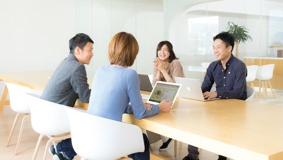 自社サービスでファツション・アパレル業界を支えるSE募集<20時半以降の残業禁止/平均残業時間20時間>