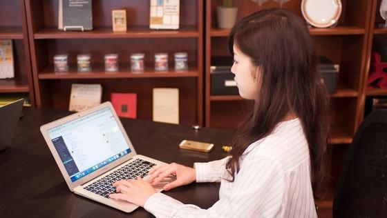 【セールス職】平均残業20時間!企業の採用課題を解決に導くソリューションセールス大募集