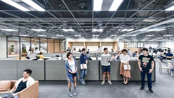 【総務・営業事務 経験者歓迎!】攻めのバックオフィスリーダー募集。自律型組織を目指すベンチャーで、業界トップクラスシェアのコンサルティング事業を支える!