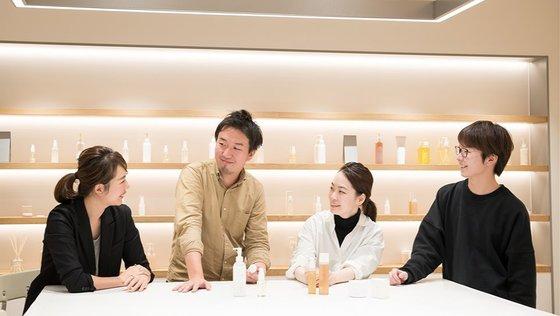 〈shiro〉成長中の自然派コスメブランドのCS&オフィス業務 ※表参道勤務※
