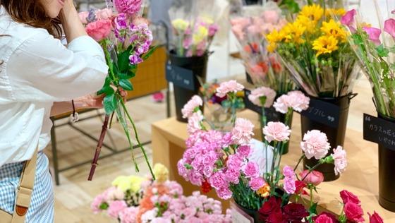◆創業3年の「花と暮らす豊かさ」を啓蒙する企業の『提案営業』《土日休み/フレックスOK/直行直帰可/女性メンバー多数》