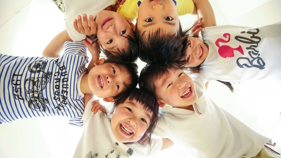 子どもに関わる仕事を探している人! この指、とまれっ! 東証一部上場の経営企画部スタッフ大募集! 株式会社 グローバルキッズ