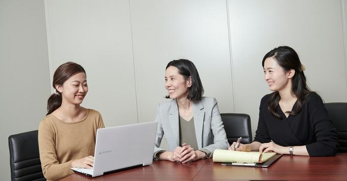 《秘書を募集/経験者歓迎!》全国トップクラスの若手共同創業者が率いる法律事務所◆勤務地は日比谷です♪