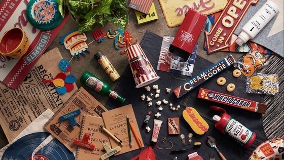 「AWESOME STORE」商品デザイナー★オリジナル商品の商品デザインをお任せします!(残業ほぼなし/土日祝休み/転勤なし)